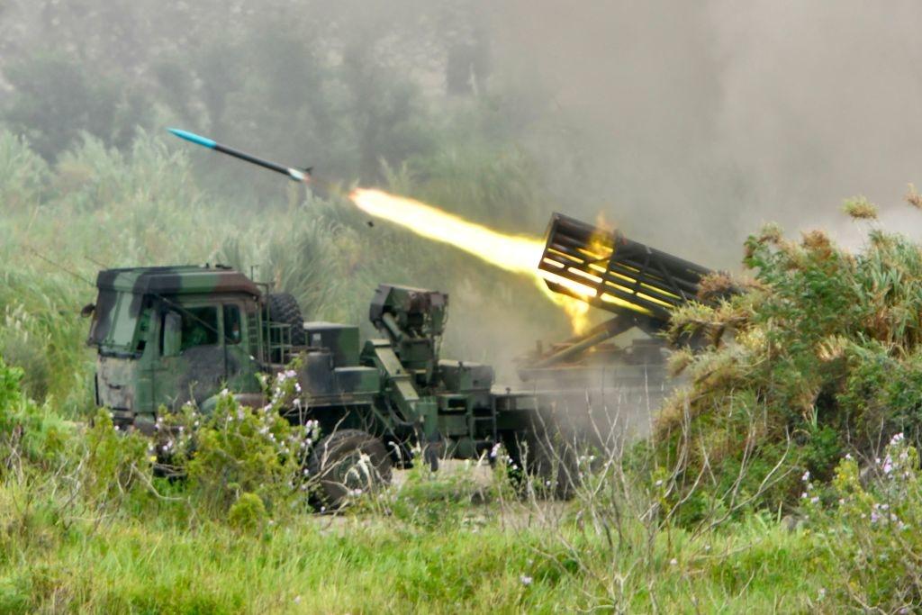 Một tên lửa được phóng từ hệ thống tên lửa Thunderbolt-2000 do Đài Loan sản xuất trong cuộc tập trận quân sự Han Kuang hàng năm ở Đài Trung vào ngày 16/7/2020.
