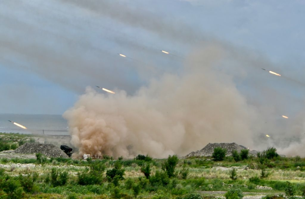 Các tên lửa được phóng từ nhiều hệ thống Thunderbolt-2000 do Đài Loan sản xuất trong cuộc tập trận quân sự Hán Quang hàng năm ở Đài Trung vào ngày 16/7/2020.