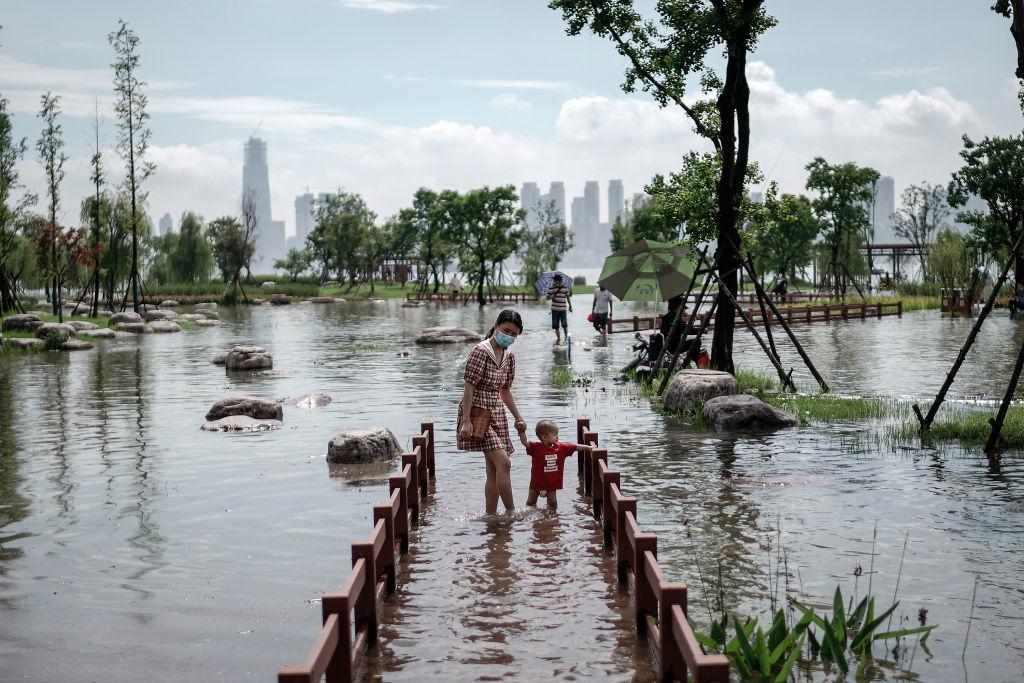 """Người Trung Quốc phải làm quen với cuộc sống """"sông nước"""" bất đắc dĩ!(Getty)"""