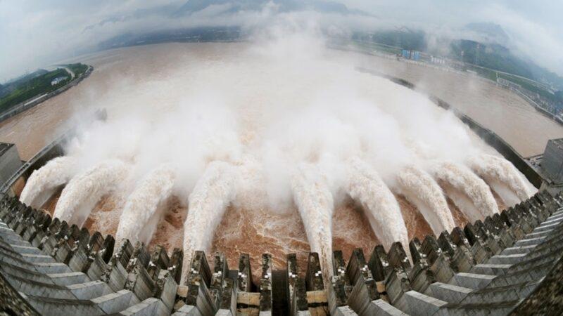 Vệ tinh chụp được cảnh đập Tam Hiệp 'siêu xả lũ', chuyên gia thủy lợi nói: Lũ do nhân tạo chứ không chỉ là thiên tai