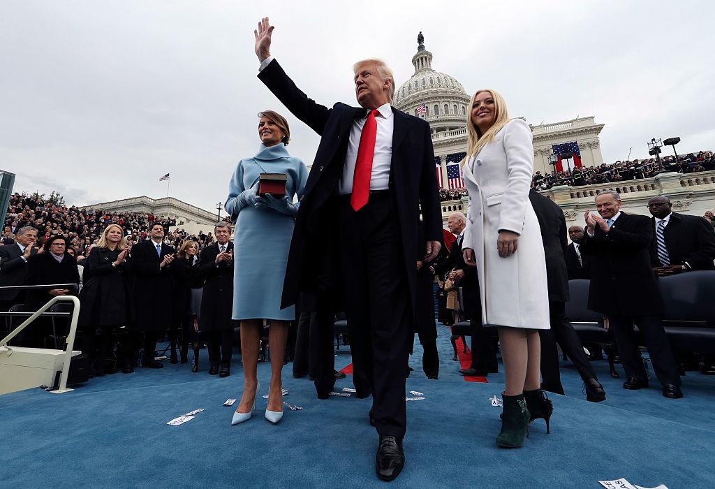 """Việc Donald Trump đắc cử Tổng thống thứ 45 đã phá tan kế hoạch """"phá hủy truyền thống và chi phối nước Mỹ theo chủ nghĩa cánh tả"""" của George Soros và giới tự do cấp tiến mà đại diện là Đảng Dân chủ Mỹ."""