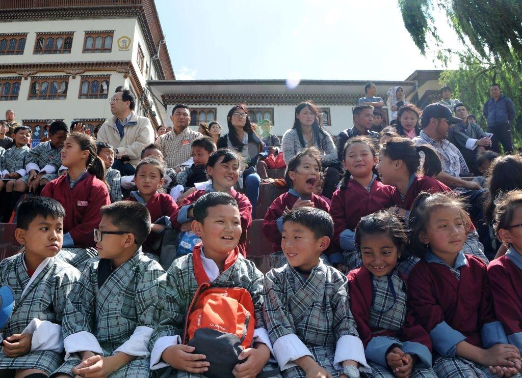 Người dân Bhutan đều cho rằng mình rất hạnh phúc, niềm hạnh phúc này không phải đến từ việc thỏa mãn dục vọng vật chất, mà đến từ sự hài lòng về quan niệm và tín ngưỡng.