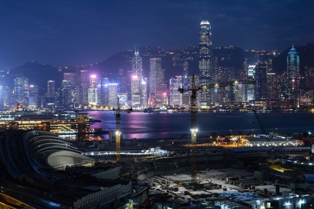 Hong Kong từ lâu đã đóng vai trò là cầu nối giữa Trung Quốc với thế giới, nối liền các dòng chảy thương mại và đầu tư theo cả hai chiều.