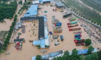 Hình ảnh kinh hoàng về lũ lụt ở Trung Quốc: Dân trắng tay chỉ trong chốc lát