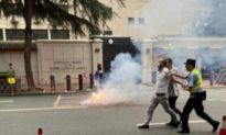 Người đốt pháo trước cửa Lãnh sự quán Mỹ tại Thành Đô là cảnh sát thường phục của ĐCSTQ