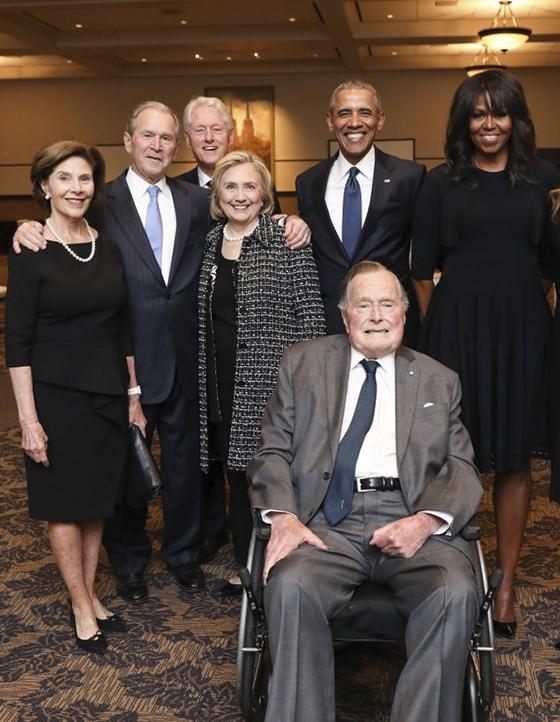 Nhiều chính trị gia lẫy lừng của Đảng Dân chủ đều nhận các khoản tài trợ từ Soros như Barack Obama, Hillary Clinton, Nancy Pelosi, kể cả ứng viên tổng thống 2020 là Joe Biden và Elizabeth Warren