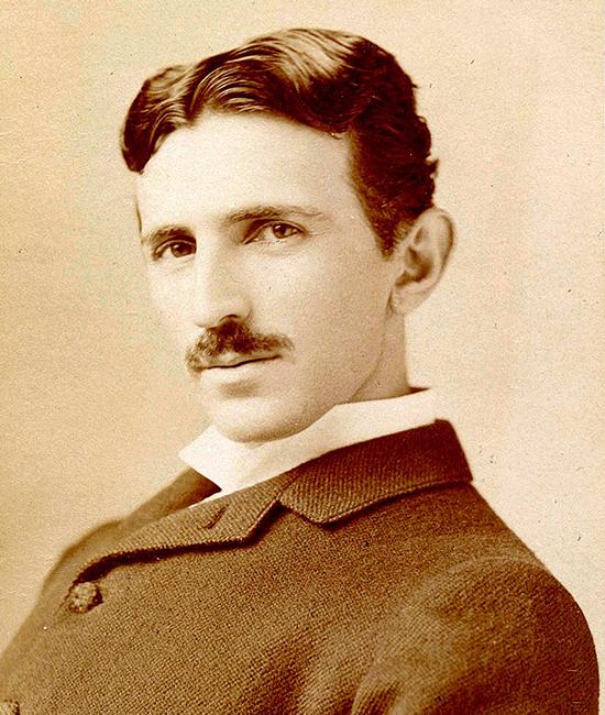 Tesla là một nhà phát minh thiên tài vĩ đại, với hơn 1.000 bằng sáng chế được ghi nhận. Sáng tạo khoa học của ông đã vượt 300 năm so với trình độ cùng thời kỳ, thậm chí hơn 1.000 năm.