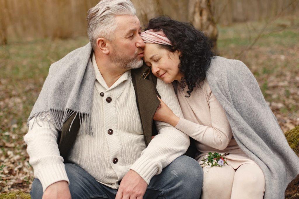 Một người chồng tốt sẽ cho bạn sự hỗ trợ về mặt cảm xúc và tinh thần, đưa bạn ra khỏi thế giới nhỏ bé của riêng mình và nhìn thấy bên ngoài tuyệt vời.
