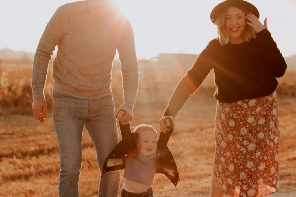 Bằng cách bài trừ sự cực đoan trong tính cách của bản thân, cha mẹ có thể loại bỏ điều kiện trong tình yêu với con, qua đó thay đổi an bài trong tính cách của nó.