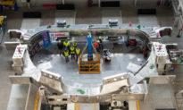 'Mặt trời nhân tạo' lớn nhất thế giới đã bắt đầu được lắp ráp