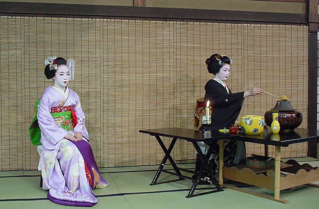 Trong trà Đạo có thể thể nghiệm được cảnh giới nghệ thuật Con người và Trà hợp nhất, từ đó cũng có thể thấy được khiếu thẩm mỹ gần gũi với thiên nhiên của người Nhật.