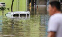 Mưa lớn trút xuống sông Trường Giang, gây lũ lụt ở các thành phố và khiến nhiều người mất nhà cửa