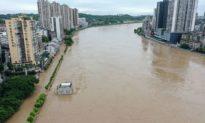 Bão và lũ lụt nhấn chìm Trung Quốc, mưa lớn đe dọa đập Tam Hiệp