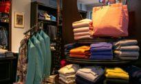 Trung Quốc không còn là nước xuất khẩu quần áo hàng đầu vào Mỹ khi Việt Nam giành thị phần