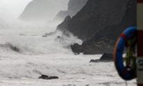 Trung Quốc: Bão kép tấn công vùng duyên hải phía bắc, lũ áp sát sông Hoàng Hà tại phía nam