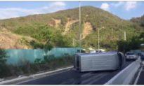 Xe khách tông dải phân cách, hàng loạt ôtô phía sau đâm liên hoàn