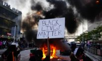 Truyền thông cánh tả tìm mọi cách 'hạ bệ' TT Trump, im lặng khi nhóm bạo loạn BLM 'khủng bố' nhà báo