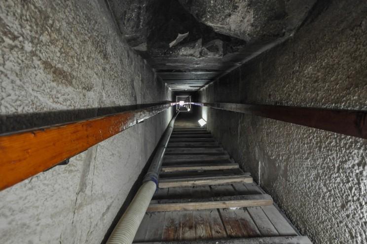 Các đường hầm bí ẩn bên trong Kim tự tháp.