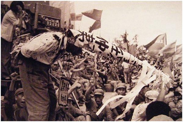 """Một """"đặc sản"""" của Cách mạng Văn hóa, Cải cách ruộng đất, hay các cuộc vận động chính trị khác tương tự đó chính là văn hóa đấu tố."""