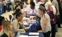 Bất chấp phong tỏa do COVID-19, Mỹ vẫn tạo thêm 1,8 triệu việc làm trong tháng 7