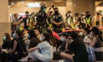 Giới lập pháp Anh kêu gọi trừng phạt cảnh sát Hong Kong lạm dụng quyền, có hành vi bạo lực