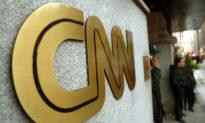 Newsmax: CNN đang cố gắng loại bỏ chúng tôi