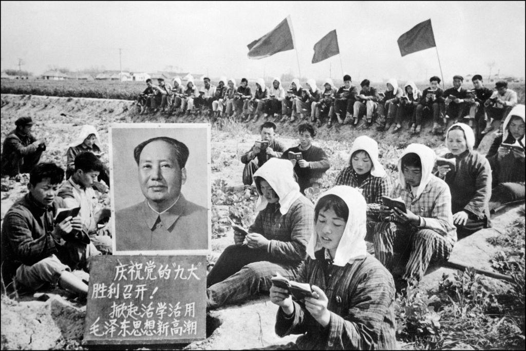 """Mao Trạch Đông, lãnh tụ đầu tiên của ĐCSTQ, đã từng nói: """"đấu với trời là niềm vui vô tận, đấu với đất là niềm vui vô tận, và đấu với người là niềm vui vô tận""""."""