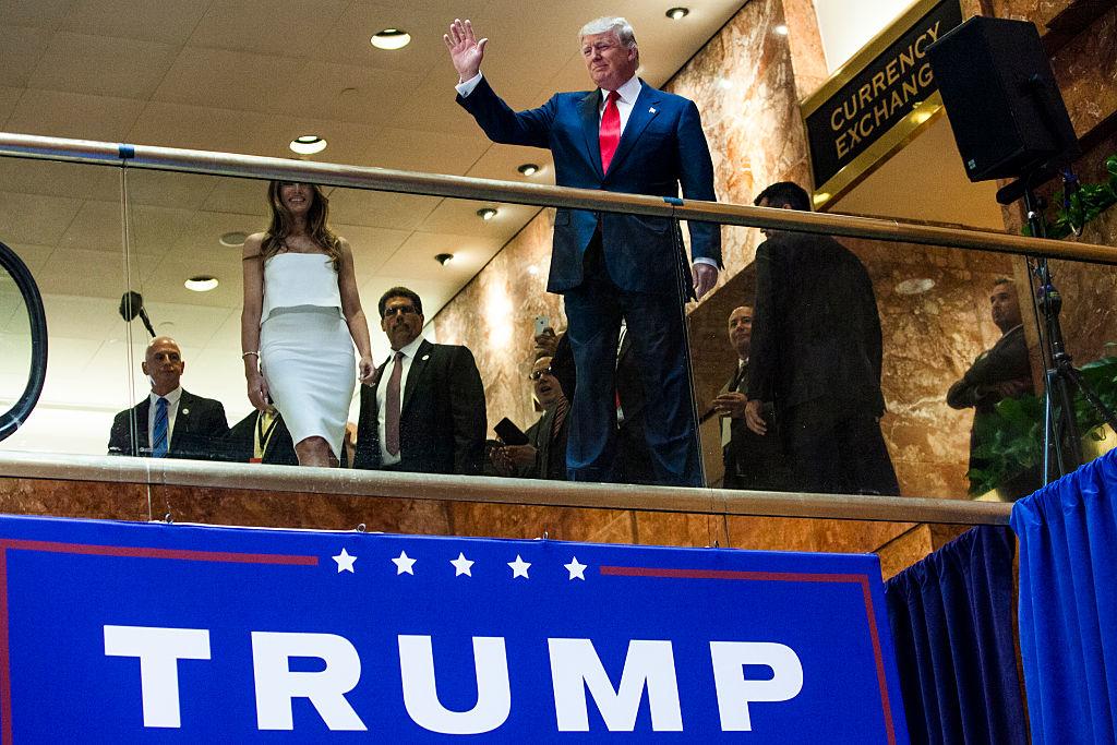 """Kể từ khi nhà tài phiệt Donald Trump tuyên bố tranh cử tổng thống, một bộ phận đáng kể công chúng Mỹ đã vì ông mà hoàn toàn """"loạn trí""""..."""