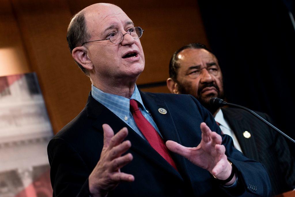Việc luận tội chính thức được khởi xướng bởi hai Hạ nghị sĩ Dân chủ là Al Green và Brad Sherman vào năm 2017, năm đầu tiên nhiệm kỳ tổng thống của Donald Trump.