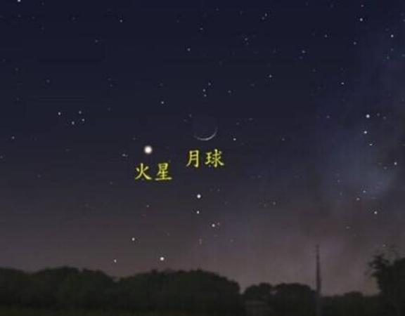 Vào lúc 22h ngày 9/8, trên bầu trời Mặt trăng và sao Hỏa đã cũng xuất hiện. Sách cổ viết rằng: