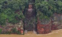 'Đại Phật rửa chân', Trung Quốc thay triều đổi đại? Lần trước xảy ra đúng vào năm 1949