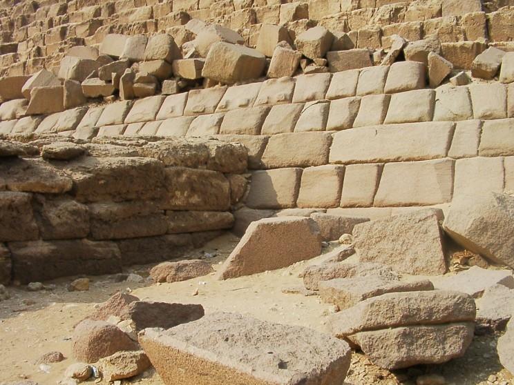 Những viên đá dùng để xây Kim tự tháp.