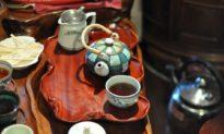 Từ thời Trung Hoa cổ đại, trà không chỉ là thức uống, mà còn là thức ăn, và là phương thuốc giải độc