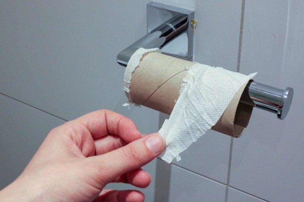 """""""Không có giấy vệ sinh""""."""