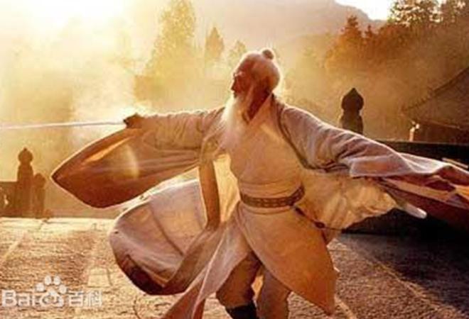 Trong võ thuật, các ghi chép cho biết Trương Tam Phong, một bậc thầy võ đạo sống ở thế kỷ 12 đã sáng lập ra phái Võ Đang và Thái Cực Quyền là chủ nhân của tuyệt chiêu Điểm huyệt.