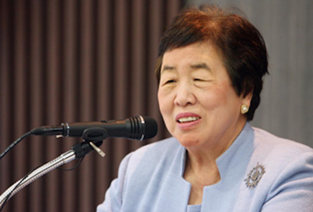 """Bà Hesung Chun Koh được mệnh danh là """"Bà mẹ siêu phàm Hàn Quốc"""", đã đào tạo cả 6 người con của bà thành Tiến sĩ của Đại học Harvard và Đại học Yale"""