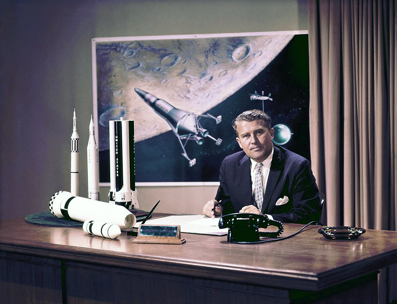 Khoa học gia Wernher von Braun đã giúp NASA đưa con người lên Mặt trăng, người đã tin vào thế giới bên kia.