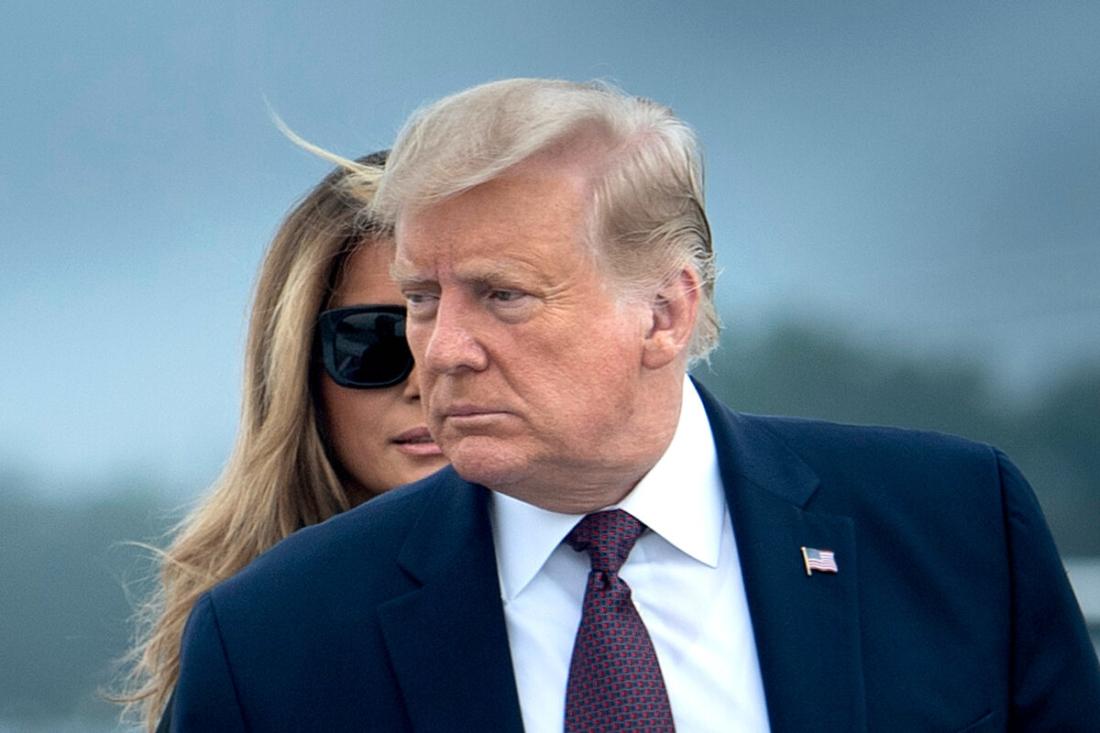 Tổng thống Donald Trump và Đệ nhất phu nhân Melania Trump bước lên Air Force One tại Căn cứ chung Andrews ở Maryland vào ngày 11/9/2020. (Brendan Smialowski / AFP qua Getty Images)