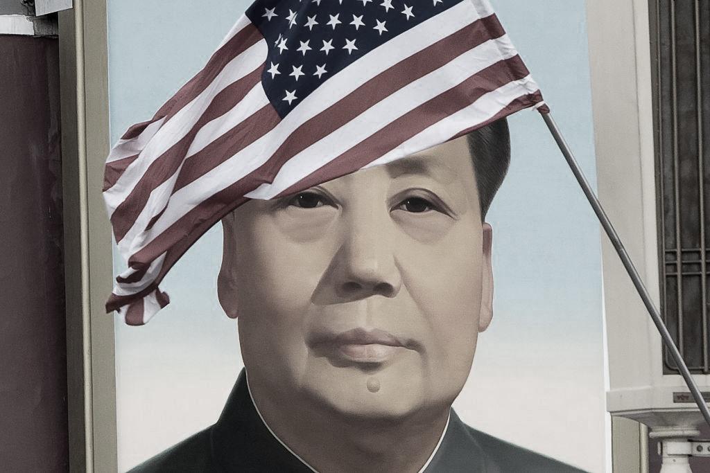 """Thế giới ngày nay chỉ tập trung """"mổ xẻ"""", lên án tội ác của Adolf Hitler. Nhưng trớ trêu thay, một kẻ độc tài khát máu, tàn bạo hơn cả Adolf Hitler như Mao Trạch Đông lại được trang trọng chào đón ở một quốc gia như Mỹ."""