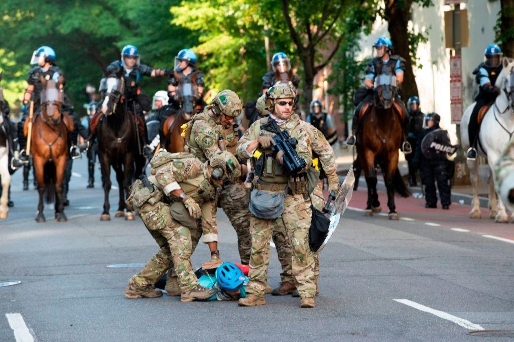 Những quân nhân dự bị này sẽ được triển khai như một phần của lực lượng bảo vệ quốc gia chống lại các nhóm khủng bố Antifa, Black Lives Matter.