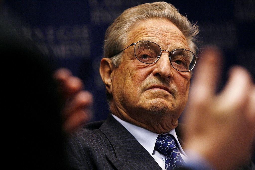George Soros - người đứng sau rất nhiều cuộc cách mạng, bạo loạn lật đổ chính phủ đương nhiệm trên toàn cầu, và trục lợi làm giàu thông qua các cuộc chiến tranh bất tận.