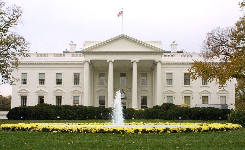 Tổng thống Theodore Roosevelt (TT thứ 26, NK 1901-1908) đã chính thức đặt tên cho tòa nhà lịch sử này là Nhà Trắng (White House) vào năm 1901.
