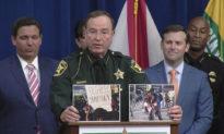 Cảnh sát sử dụng hình ảnh trực quan, 'giúp' phóng viên cánh tả phân biệt bạo loạn và biểu tình