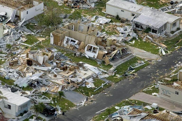 ntdvn_hurricane-devastation-charley-63005-1
