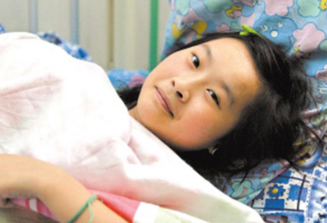 Khang Khiết đã tự giải cứu thành công bằng cách nhảy khỏi tầng 6 một mình trong trận động đất ở Vấn Xuyên, và sau đó quay trở lại đống đổ nát để giải cứu một số giáo viên.