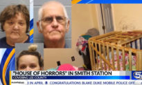 Một người mẹ bị buộc tội nhốt 5 đứa con suýt chết đói trong cũi gỗ