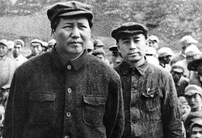 Đây là nói về Mao Trạch Đông và Chu Ân Lai - hai đầu sỏ của ĐCSTQ, là chủ tịch và thủ tướng sau khi ĐCSTQ bá chiếm Trung Quốc.
