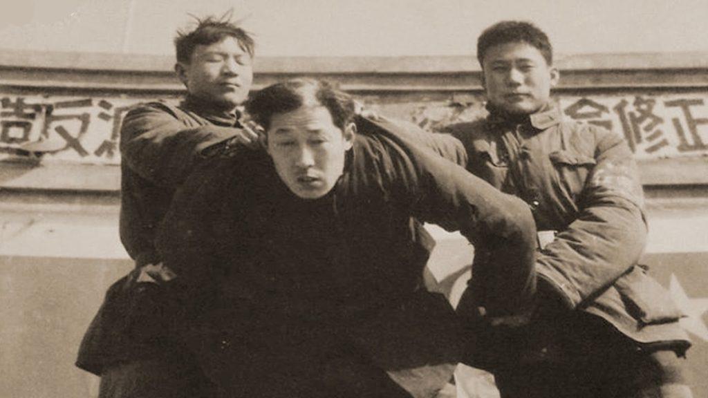 Trong những tháng ngày giông bão thời Đại Cách mạng Văn hóa ấy, ông nội tôi cũng không tránh khỏi bị đấu tố, gán nhãn phần tử phản cách mạng.
