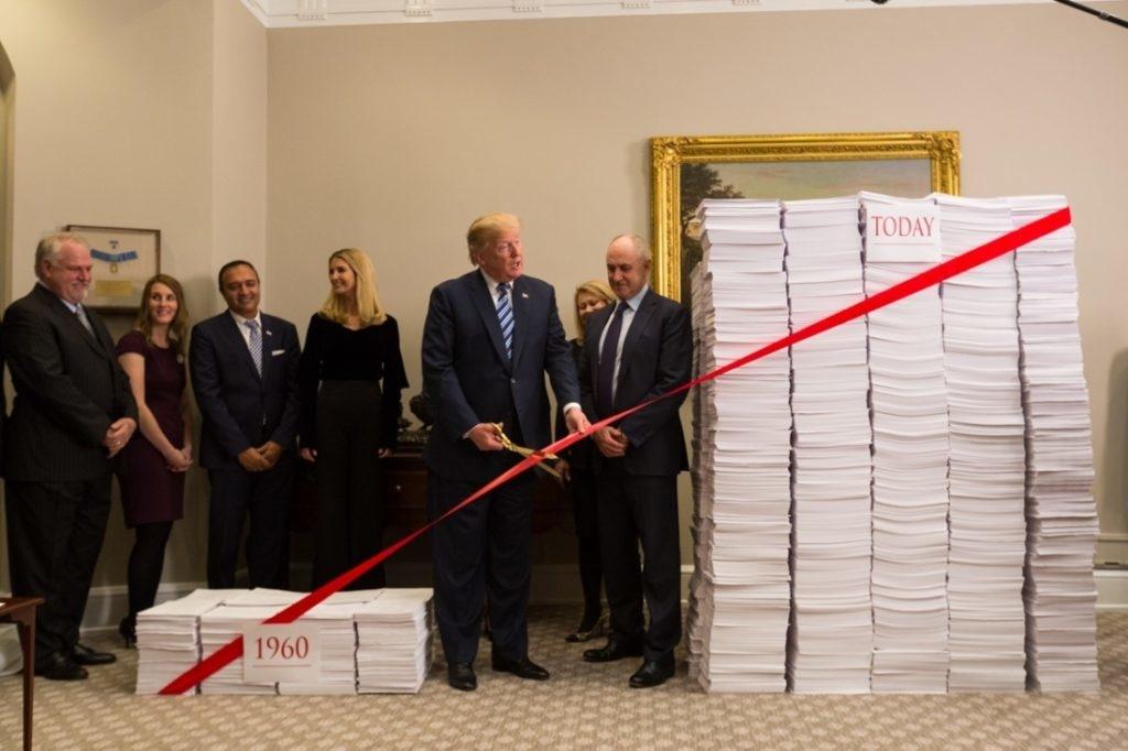Tổng thống Trump thuộc đảng Cộng hòa từ khi nắm quyền đã giảm các thủ tục hành chính, gián tiếp đã tăng thu nhập bình quân của hộ gia đình lên 3.100 USD (tổng cộng 380 tỷ USD).