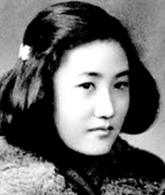 Bà Trương Chí Tân là một nhà trí thức bị ĐCSTQ tra tấn cho đến chết trong Cách mạng Văn hóa vì đã phê bình sự thất bại của Mao Trạch Đông trong Chiến dịch Đại nhảy vọt.